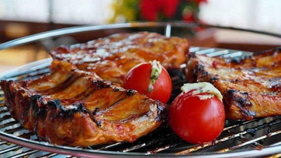 Grilled steak with fresh tomatoes
